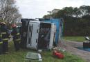 (Video) Volcó un camión con acoplado que transportaba girasol en Ruta 30