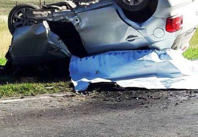 Tres personas perdieron la vida en el acto en una violenta colisión en Suipacha