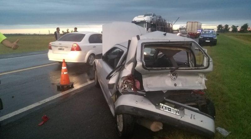 Video Un camión y un auto colisionaron en Ruta 205