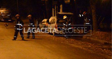(Video) Bomberos acudieron a un escape de gas en un automóvil