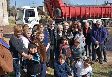 """Se completan nuevas diecisiete cuadras de asfalto en el Barrio """"20 de julio"""""""