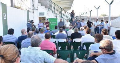 Entrega de los cheques del Fondo Deportivo correspondientes a noviembre por un total de $935.000