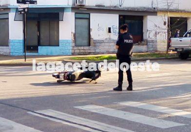 Choque en Pinto y Chacabuco. Motociclista trasladado al hospital por SAME