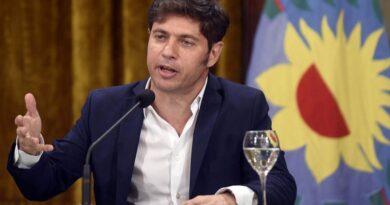 Kicillof advirtió que la ciudadanía no debe descartar la posibilidad de «retroceder» en esas flexibilizaciones