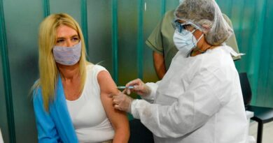 Verónica Magario se aplicó la Sputnik V: «Queremos mostrarle a la sociedad que hay que vacunarse»