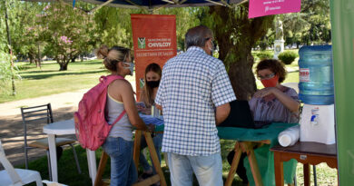 Las postas informativas y de inscripción para la vacunación de Covid-19 tuvieron su primer día de trabajo en la Plaza 25 de Mayo
